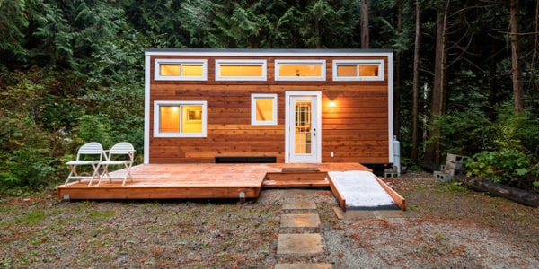 Tiny-house-in-the-woods-min