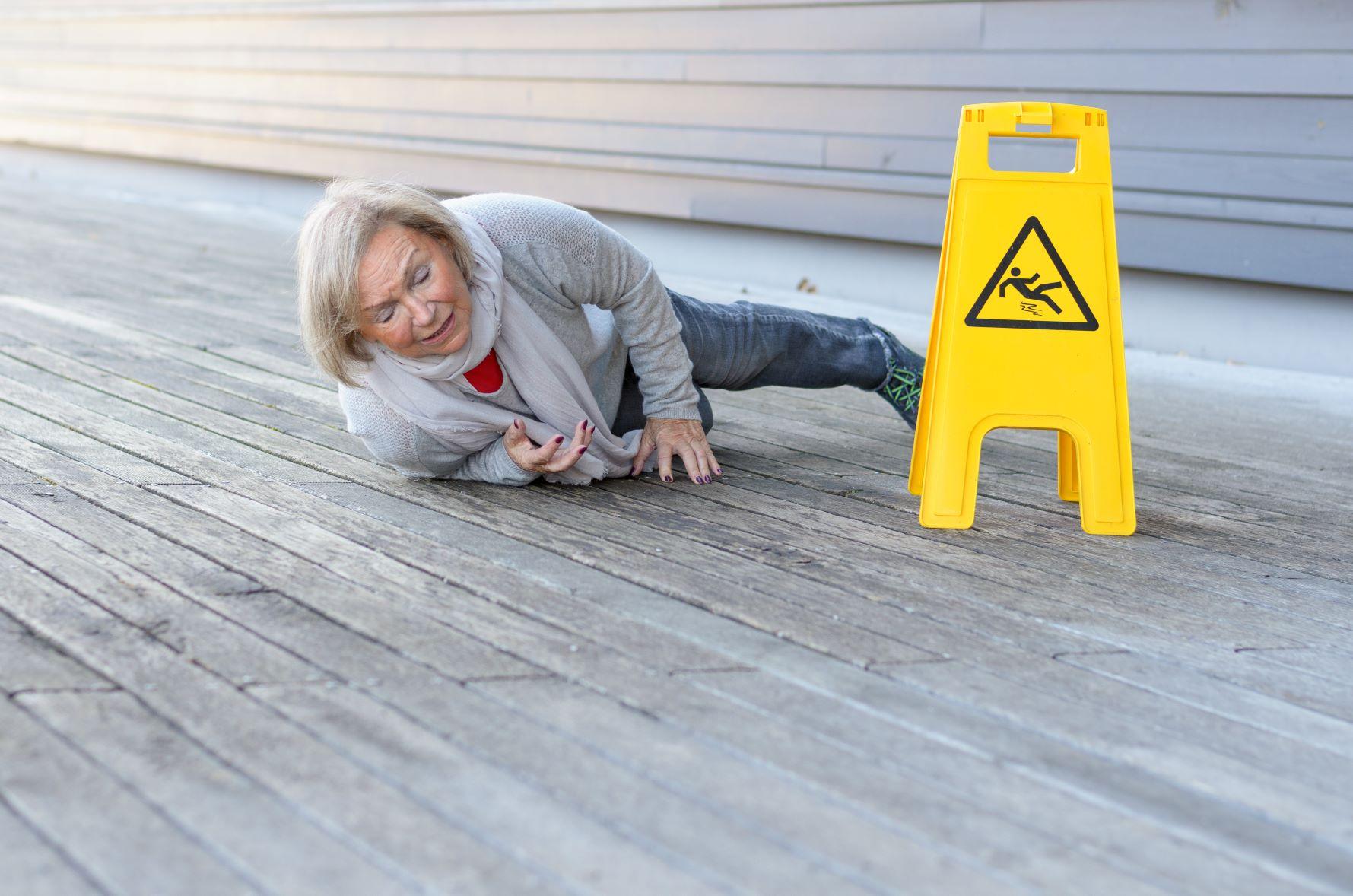 Senior-slipping-and-falling